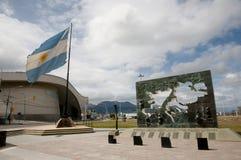 Monumento a la batalla de las islas de Malvinas - Ushuaia - la Argentina foto de archivo