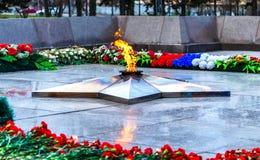 Monumento a la llama eterna, el 9 de mayo día de la victoria Imagenes de archivo