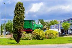 Monumento a la locomotora verde vieja, Blanes, España imagen de archivo libre de regalías