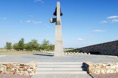 Monumento la madre que se aflige en el cementerio de Rossoshka fotografía de archivo