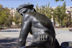 Monumento la madre que se aflige en el cementerio de Rossoshka stalingrad imagen de archivo libre de regalías