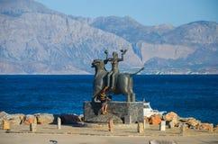 Monumento la violenza dell'europa sul mar Egeo Immagini Stock