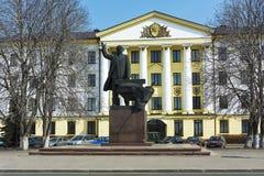 Monumento a Lenin en el cuadrado central Borisov, región de Minsk, foto de archivo