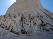 Monumento a los descubrimientos en Lisboa en Portugal fotografía de archivo