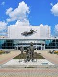 Monumento a los hermanos de Lumiere en Ekaterimburgo, Rusia imagenes de archivo
