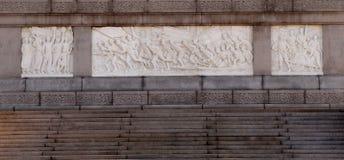 Monumento a los héroes de la gente en la Plaza de Tiananmen, Pekín Imagenes de archivo