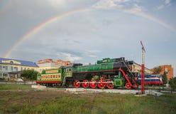 Monumento a los trabajadores ferroviarios en el ferrocarril foto de archivo