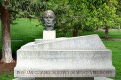 Monumento a Ludwig van Beethoven, a un compositor alemán y al pianista, en el parque de Berlín, Madrid fotografía de archivo