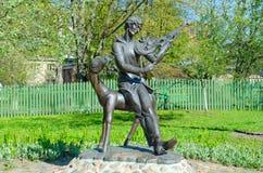 Monumento a Mark Chagall en patio del casa-museo conmemorativo, Vitebsk, Bielorrusia foto de archivo libre de regalías