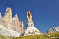 Monumento memorável em montanhas das dolomites Imagem de Stock