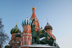 Monumento a Minin e Pozharsky e la cattedrale di Pokrovsky Immagini Stock Libere da Diritti