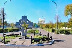 Monumento na forma de um Chernobyl transversal imagem de stock