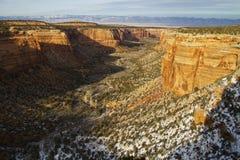 Monumento nacional de Colorado en invierno imágenes de archivo libres de regalías