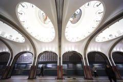 Monumento nacional de la configuración - estación de metro