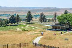 Monumento nacional del campo de batalla del Little Bighorn, MONTANA, los E.E.U.U. - 18 de julio de 2017: Turistas que visitan Cus Imagen de archivo libre de regalías