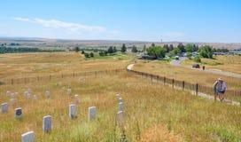 Monumento nacional del campo de batalla del Little Bighorn, MONTANA, los E.E.U.U. - 18 de julio de 2017: Turistas que visitan el  Fotos de archivo libres de regalías