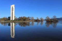 Monumento nacional del carillón en la isla de Aspen en Canberra Imágenes de archivo libres de regalías