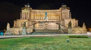 Monumento nacional a Victor Emmanuel II Roma por noche fotografía de archivo libre de regalías