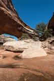 Monumento nazionale dei ponti naturali situato nell'Utah Immagine Stock