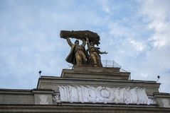 Monumento no parque de VDNX em Moscou Imagem de Stock