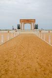 Monumento o monumento del tiempo comercial auxiliar en la costa de Benin fotos de archivo