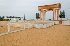 Monumento ou memorial do tempo de troca do escravo na costa de Benin foto de stock