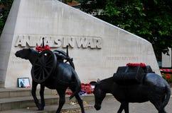 Monumento público que honra animales militares en la guerra Londres Inglaterra Imagenes de archivo