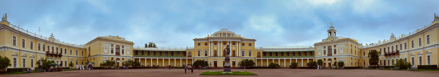 Monumento a Paolo I sul quadrato al palazzo di Pavlovsk Fotografie Stock Libere da Diritti