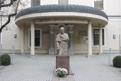 Monumento a papa Juan Pablo II circa 2000 cerca de iglesia de la catedral fotografía de archivo libre de regalías