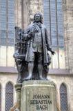 Monumento para Johann Sebastian Bach delante de la iglesia de Thomas (Thomaskirche). fotografía de archivo libre de regalías