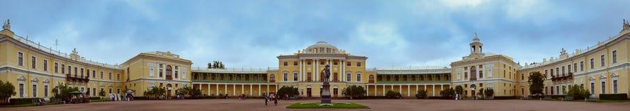Monumento a Paul mim no quadrado no palácio de Pavlovsk Fotos de Stock Royalty Free