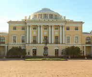 Monumento a Pavel First.  Palazzo di Pavlovsk fotografie stock libere da diritti
