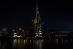 Monumento a Peter el grande en Moscú, escena de la noche Foto de archivo