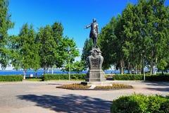 Monumento a Peter il grande a Petrozavodsk Fotografie Stock