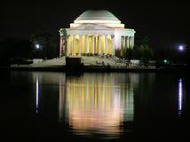Monumento por noche, districto de Thomas Jefferson del Co Foto de archivo