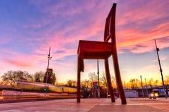 Monumento quebrado da cadeira e escritório do UN, Genebra HDR foto de stock royalty free
