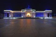 Monumento, representando a un Genghis Khan asentado foto de archivo