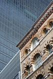 Monumento storico e grattacielo moderno, Londra, Inghilterra Fotografia Stock