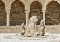 Monumento sul vecchio quadrato del mercato a Bacu Immagini Stock
