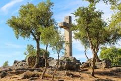 Monumento transversal alto Imagens de Stock