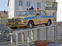 Monumento a um carro-patrulha da polícia de GAZ-24 em Kaliningrad Fotos de Stock Royalty Free
