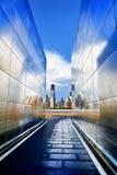Monumento vacío del cielo con Freedom Tower del World Trade Center Imagen de archivo libre de regalías