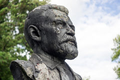 Monumento a Vatslav Vatslavovich Vorovsky nella città di Klincy fotografia stock