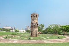 Monumento vertical aos indígenas Fotos de Stock