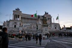 Monumento Vittorio Emanuele II podczas sezonu turystycznego błękita Skie Obraz Stock