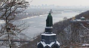Monumento a Vladimir The Baptist em Kiev, Dia de inverno fotos de stock royalty free
