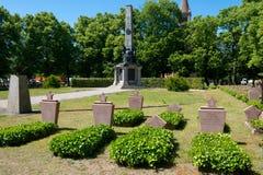 Monumento y cementerio soviéticos imagenes de archivo