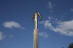 Monumento a Yuri Gagarin, la primera persona a viajar en espacio Está situado en Leninsky Prospekt en Moscú, Rusia Fotos de archivo