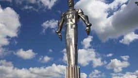 Monumento a Yuri Gagarin 42 suporte 5-meter e estátua altos, Moscou, Rússia filme