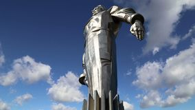 Monumento a Yuri Gagarin 42 suporte 5-meter e estátua altos, primeira pessoa a viajar no espaço Moscovo, Rússia video estoque